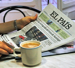 Café y prensa, enjoy a cup of coffee and discuss the news in Spanish