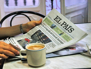 Café y prensa, chat in Spanish over a cup of coffee about the latest news